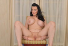 Dark brown mamma plays with