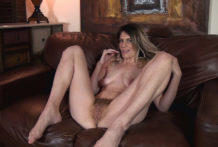 Ashleigh McKenzie takes off bare on her leather bed