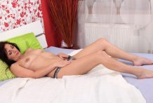 Inexperienced cougar copulates her